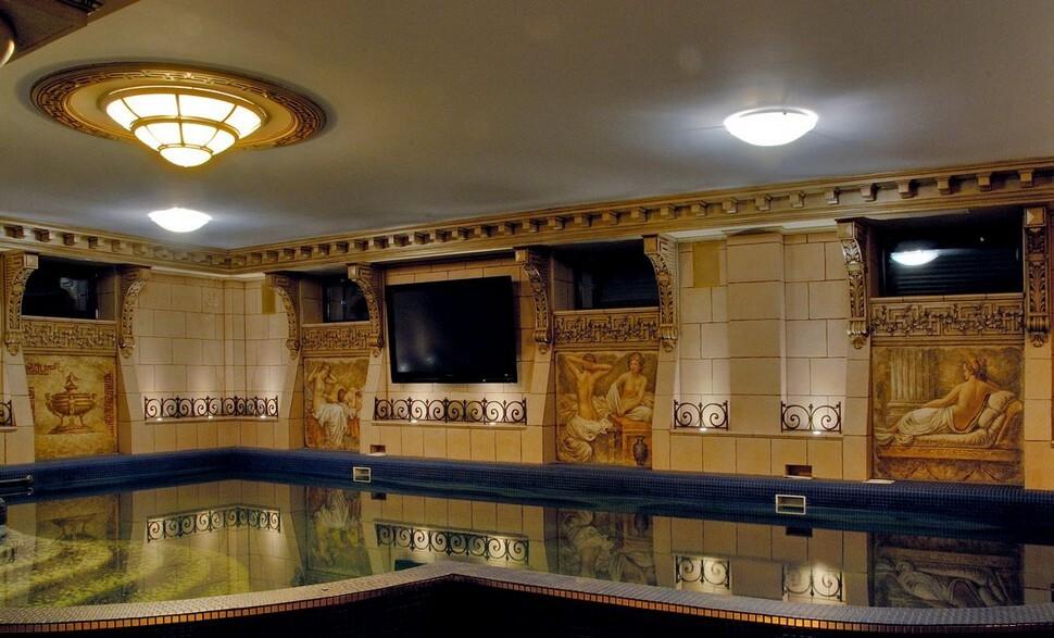 Интерьер бассейна в греческом стиле